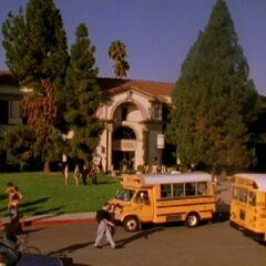 Entrée principale du lycée (à l'origine)