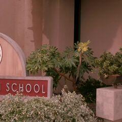 Panneau du lycée reconstruit