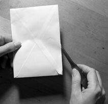 Briefoeffner mit kuvert und hand fcm