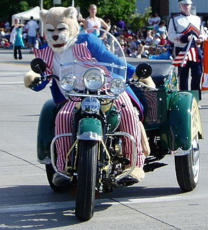 File:Cosmo At The Parade.jpg