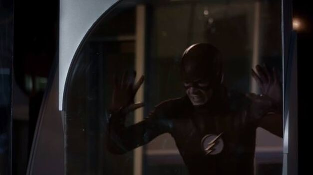 flash-new-rogues-barry-trapped-mirror