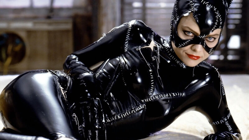 modern-superhero-films-batman-returns-catwoman