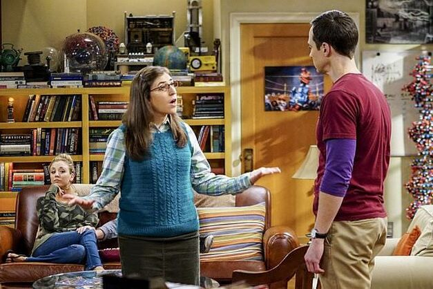 the big bang theory amy and sheldon have an argument in the living room while Penny watches from the couch