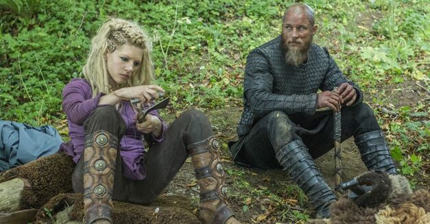 Vikings season 4 Lagertha and Ragnar preparing for battle
