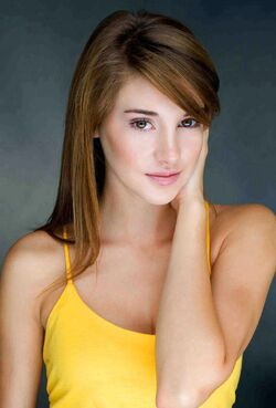 Shailene Woodley sexy and hot yellow top 814 x 1200