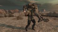 Безголовый Мэйсон тащит труп