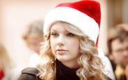 Sweet Taylor Swift in Christmas Hat Wallpaper 1920x1200 wallpaperhere