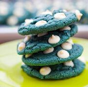 Blue-Velvet-White-Chocolate-Chip-Cookies5-620x614