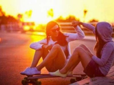Friends-skateboard-high-five-sunset-girls.png