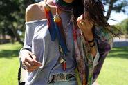Cute-fashion-feathers-girl-necklace-Favim.com-470761