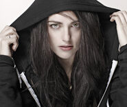 Katie-McGrath-katie-mcgrath-20802282-500-422