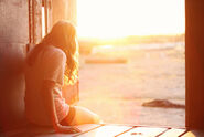 Alone-beautiful-girls-sunrise-sunset-Favim.com-227820