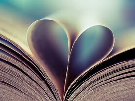 Book-Love-Heart 1600x1200