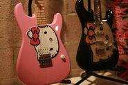 Adorable-cute-electric-guitar-guitar-hello-kitty-Favim.com-130104
