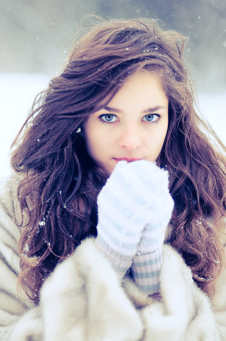 Image Blue Eyes Curly Hair Globes Pretty Girl Snow Thinspiration
