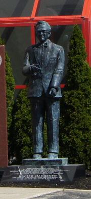 Walter Hachborn Statue