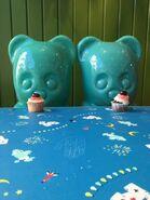 Candy Bears eat cupcake