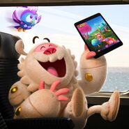 Yeti and Odus playing Candy Crush