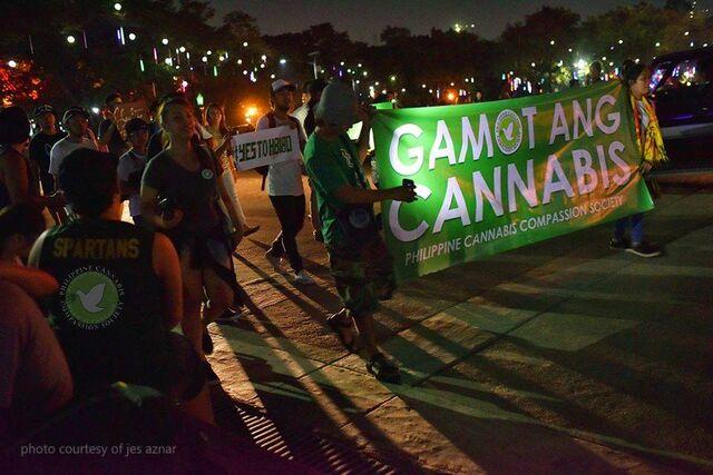 File:Quezon City, Philippines. 2016 Nov 13 crowd.jpg