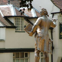 Thomas Paine statue in Thetford, Norfolk, England. July 2004.jpg