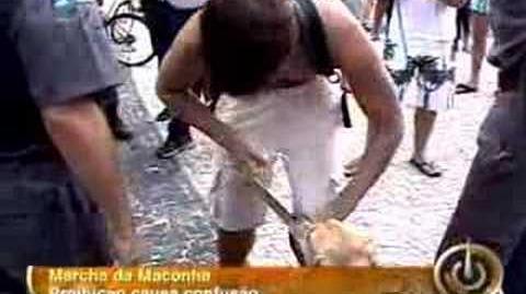 Marcha da maconha jovem é preso no RJ por placa em cachorro