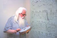 Hermeto com pandeiro no mural sesc 2002