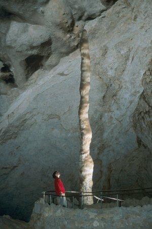 File:Witchs Finger Carlsbad Caverns.jpg