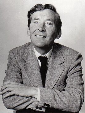 Kenneth-Williams-carry-on-movies-16723847-406-538