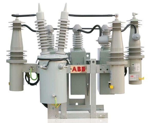 File:Pole-mounted-capacitor-banks-70728-2773879.jpg