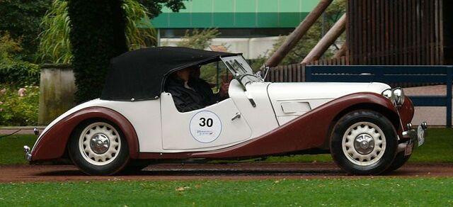 File:800px-Aero 30 Roadster bicolor r-1-.jpg