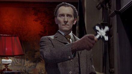 Abraham Van Helsing - Peter Cushing - 01