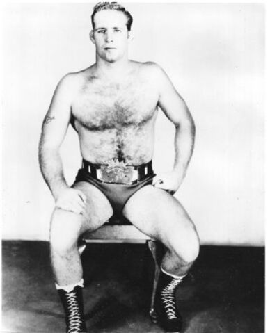 File:Billy with the belt 405x500.jpg