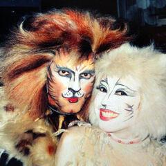 David Hibbard (left) as Rum Tum Tugger with Kayoko Yoshioka (right) as Victoria on Broadway, 1994