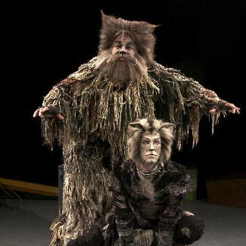 Jeffry Denman as Munkustrap with <a href=