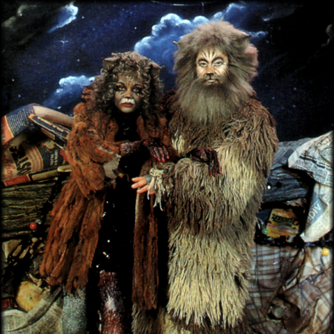 Ruth Jacott as Grizabella; Jan Polak as Old Deuteronomy