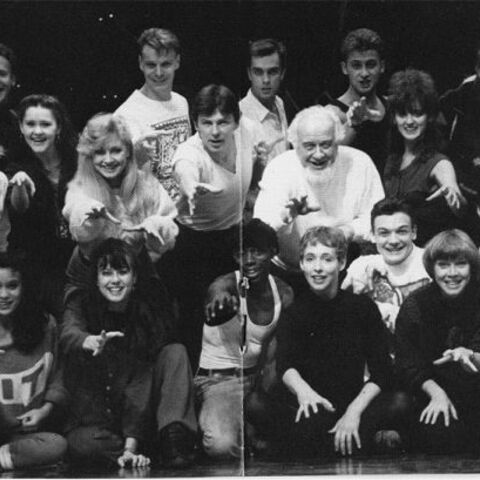 Bottom row, rightmost, 1991 London cast