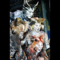 Munkustrap, Pouncival (left), Quaxo (right) and Electra, World Tour 2003