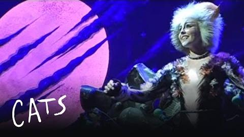 Moonlight - Alyse Davies performs in Filipino Aus Tour 2010