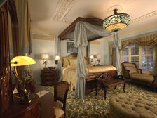 Victorian-Comfortable-Bedroom-Interior-Decor