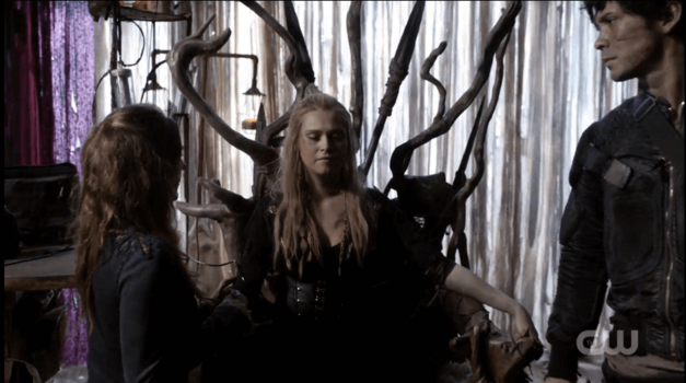 the-100-season-3-finale-clarke-throne