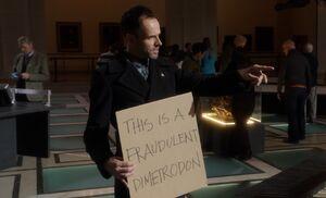 S02E14-Holmes w sign