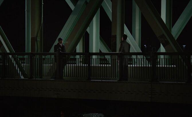 S07E12-Holmes Odin bridge