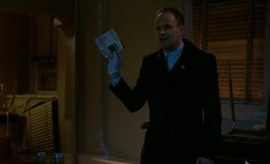 S06E19-Holmes finds evidence