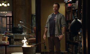 S01E02-Holmes burns violin