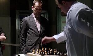 S02E05-Holmes Hawes chess