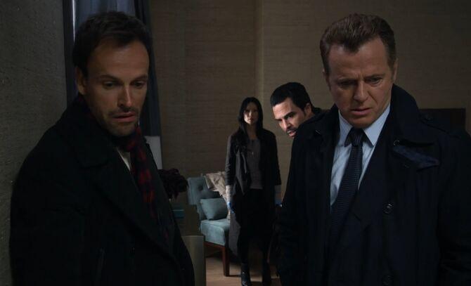 S01E01-Holmes Watson Abreu Gregson
