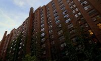 S03E07-Apartment exterior