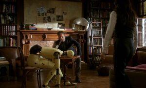 S05E10-Holmes Watson dummy