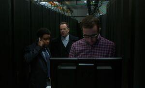 S04E19-In computer room