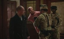 S05E15-Soldiers take Bob